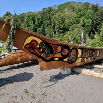 Canoe waits onshore at the 2018 Canoe Journey